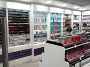 Современное торговое оборудование для магазина косметики и парфюмерии